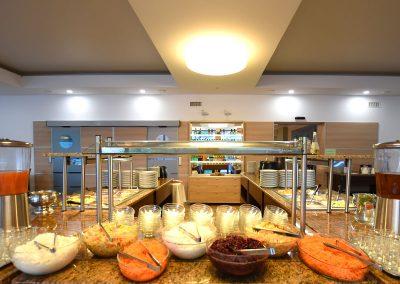 Śniadania i kolacje w formie bufetu - obiekt Sanatoryjno - Wypoczynkowy PHOENIX, fot.-K.-Ratajczyk